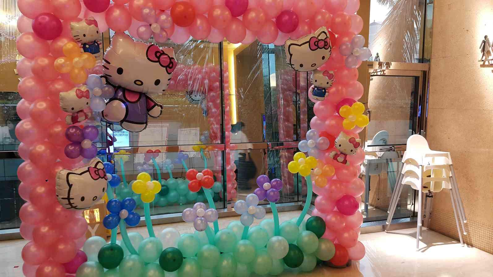 可爱造型凯蒂猫kitty气球拍照区